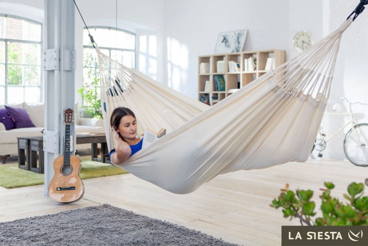 comfortable-white-floating-indoor-hammock-designs
