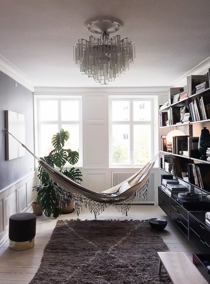elegant-hammock-over-over-a-moroccan-beni-quarain-rug