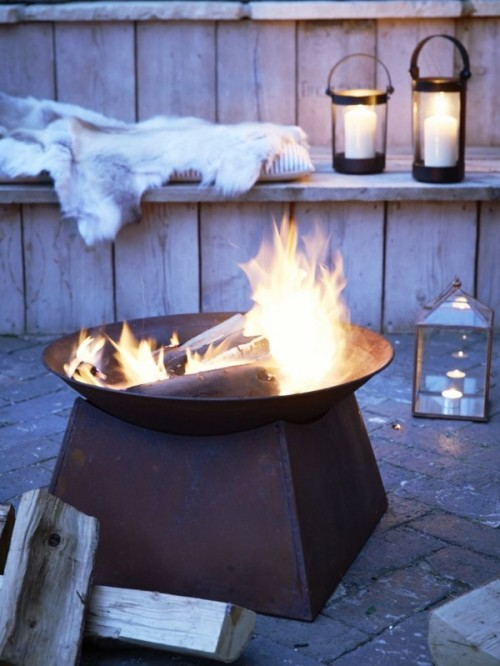 beautiful-and-cozy-winter-terrace-decor-ideas-to-try-10-500x666