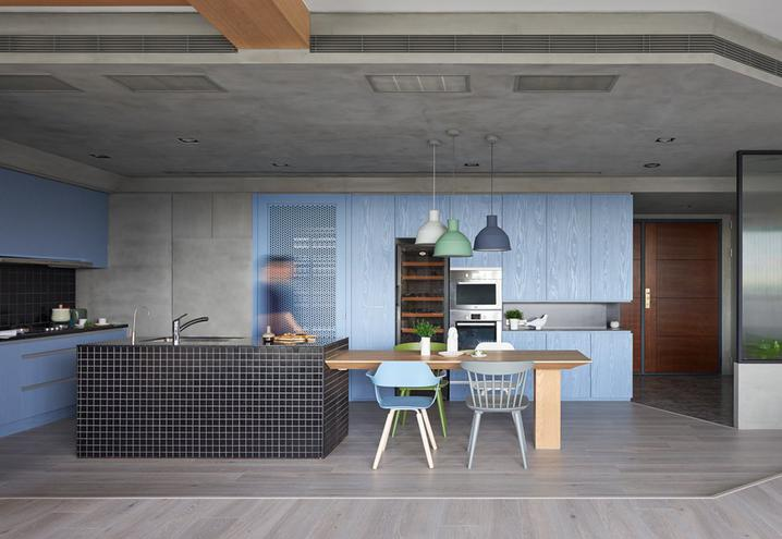 colored-walls-apartment-taiwan-hao-design-frontal-view-kitchen_oggetto_editoriale_h495