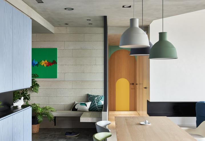 colored-walls-apartment-taiwan-hao-design-lamps_oggetto_editoriale_h495