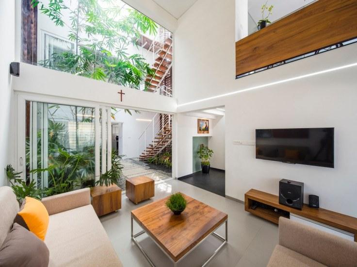 gorgeous-living-room-with-atrium