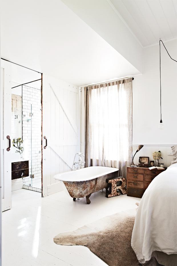 kalicavanagh-vintagehousedaylesfordinsideoutimagebedroom1