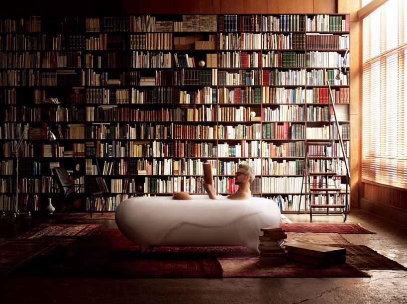 Foam-spa-in-the-bathroom-along-with-an-imposing-shelf-full-of-books