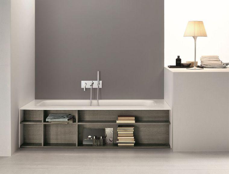 Gorgeous-modern-bathtub-with-built-in-bookshelves