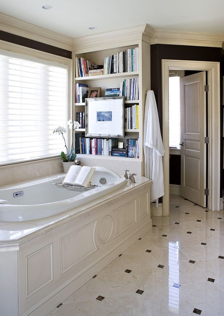 Traditional-bathroom-with-a-cheerful-ambiance-and-a-lovely-bookshelf