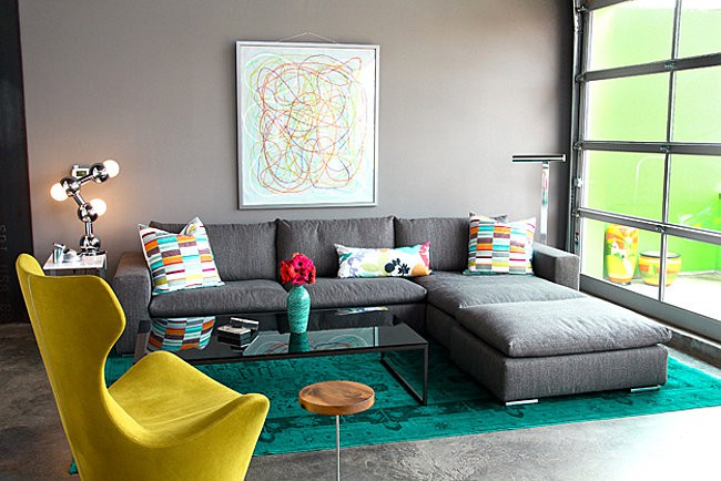 Modern-living-room-with-green-overdyed-rug