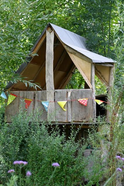 Baumhaus_DIY_Children_Play_Woodhouse_selber_bauen_Ideen_f_r_Kinder_Spielen_abenteuer_Ein_Schweizer_Garten_Blog_2_