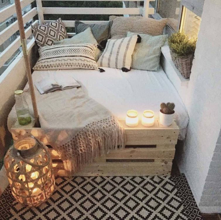 Fabulous-Spring-Balcony-Decor-Ideas-06-1-Kindesign