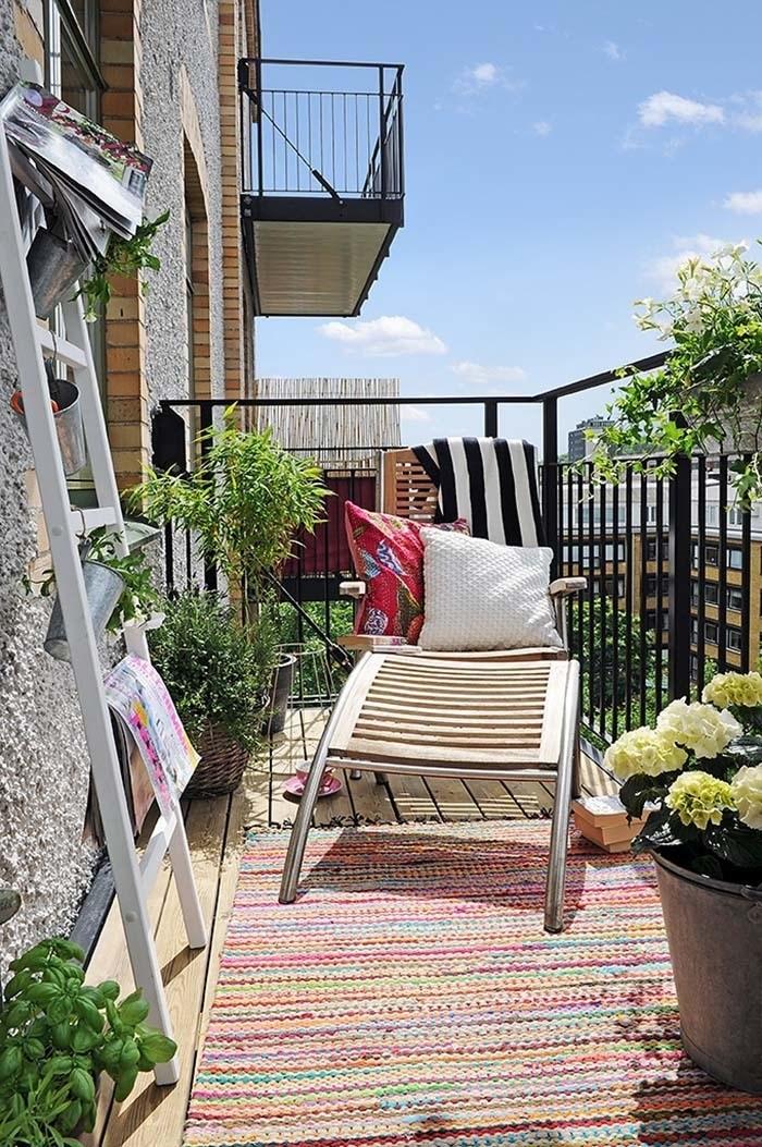 Fabulous-Spring-Balcony-Decor-Ideas-11-1-Kindesign.jpg