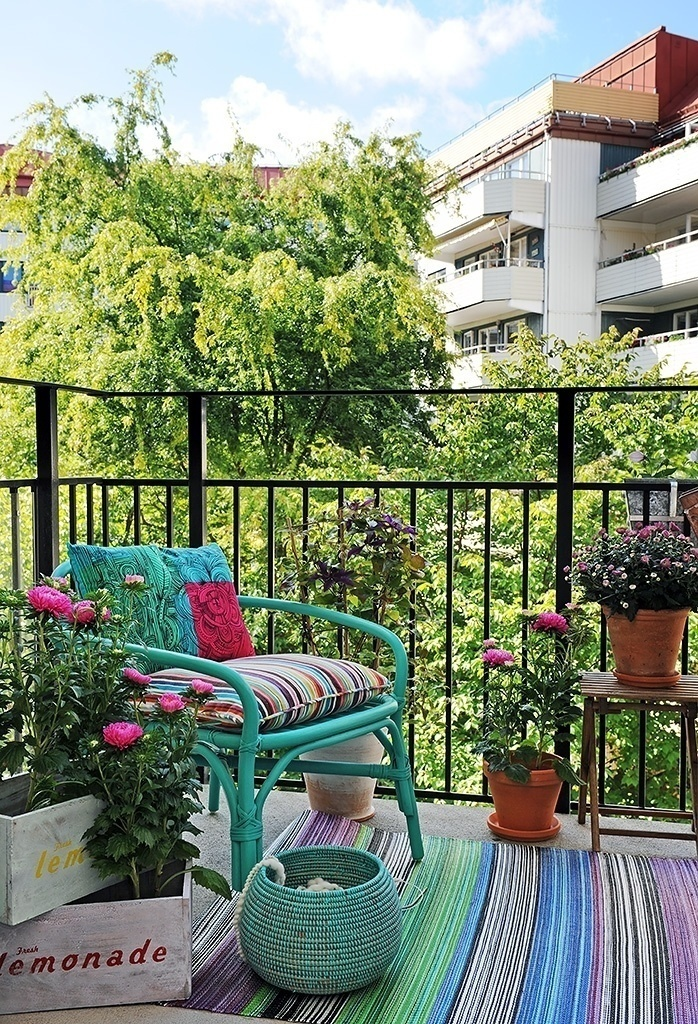 Fabulous-Spring-Balcony-Decor-Ideas-13-1-Kindesign