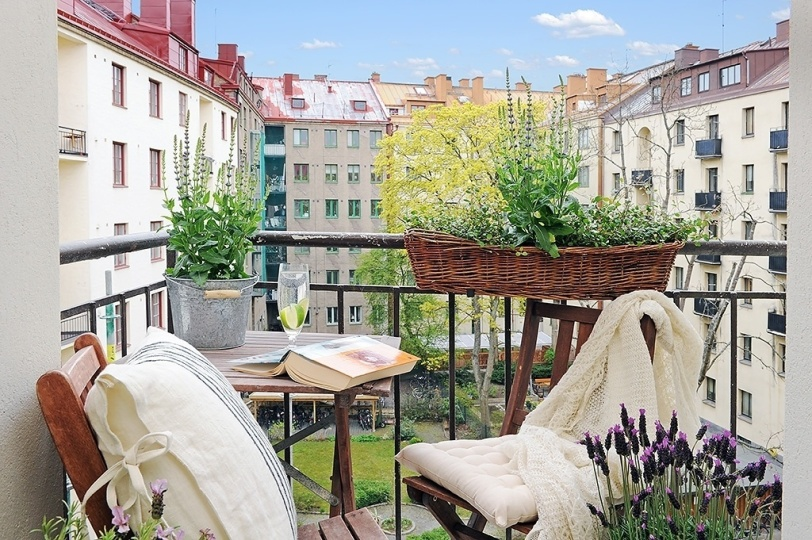 Fabulous-Spring-Balcony-Decor-Ideas-30-1-Kindesign