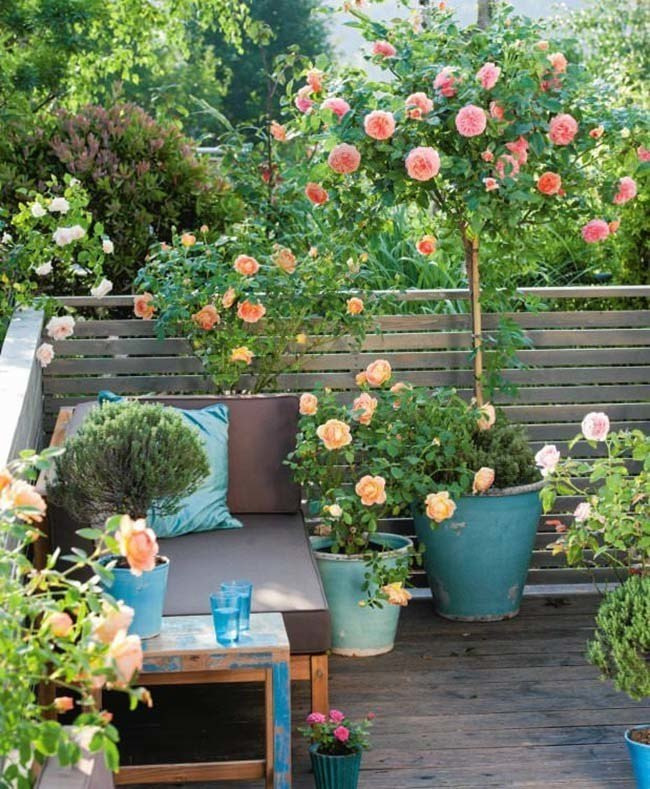 Fabulous-Spring-Balcony-Decor-Ideas-41-1-Kindesign