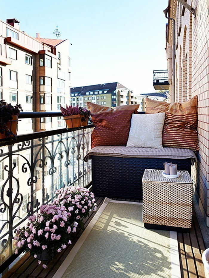 Fabulous-Spring-Balcony-Decor-Ideas-42-1-Kindesign
