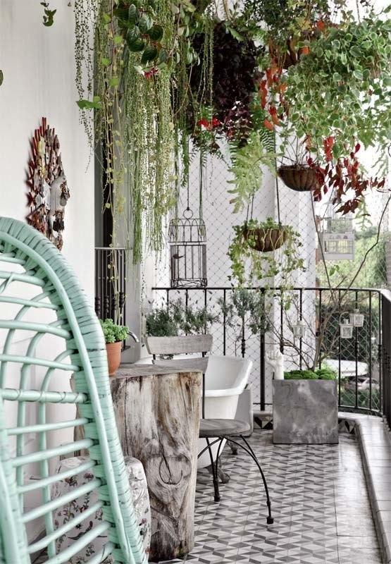 Fabulous-Spring-Balcony-Decor-Ideas-46-1-Kindesign