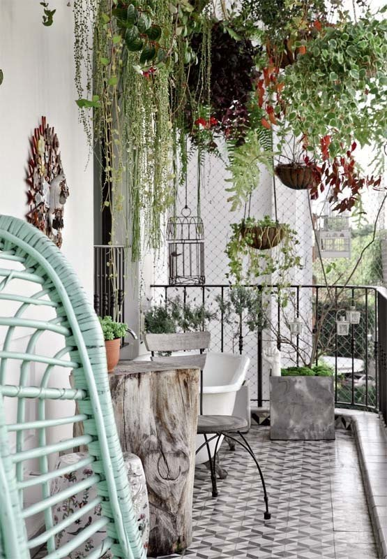 Fabulous-Spring-Balcony-Decor-Ideas-46-1-Kindesign