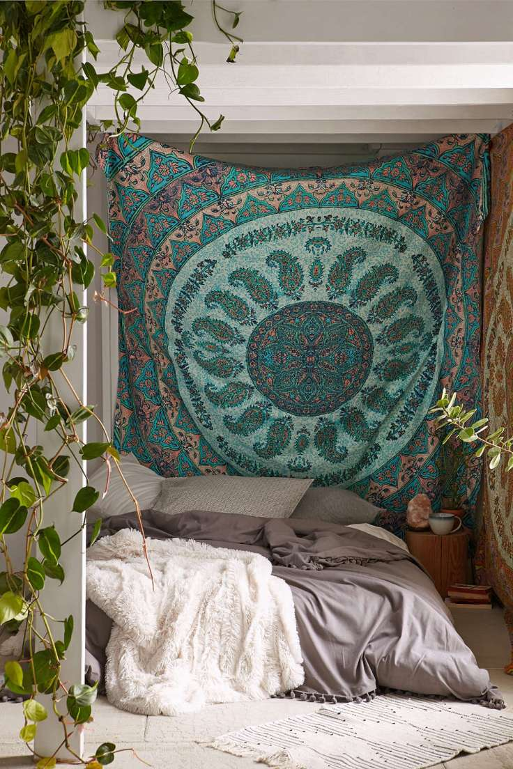 Boho-bedroom-large-art