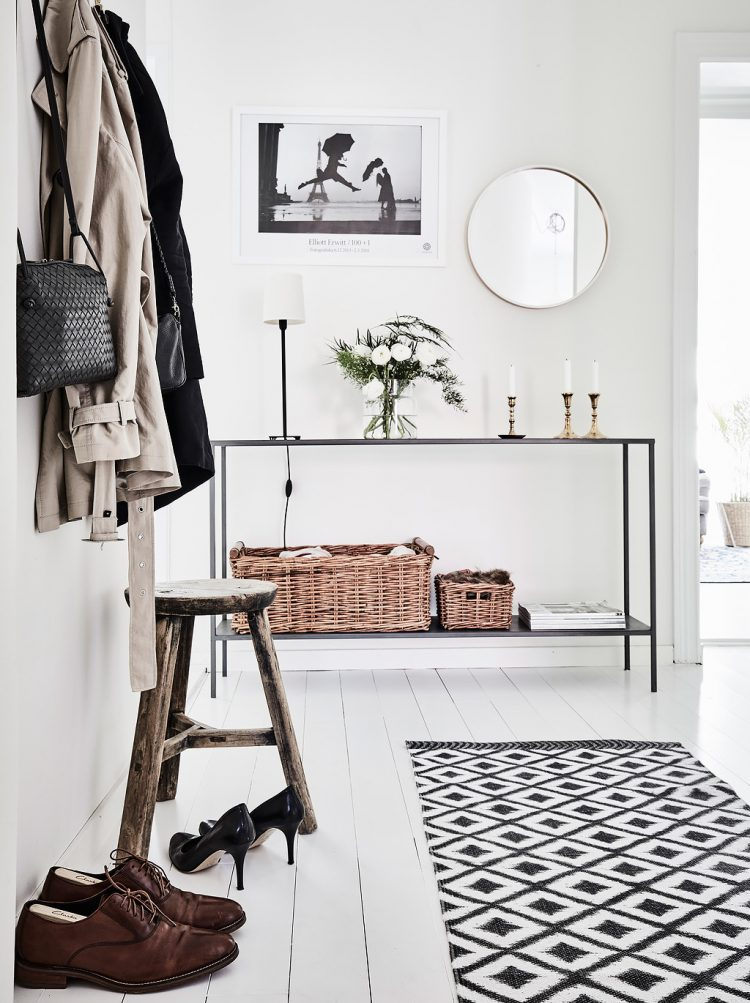 scandinavian-style-is-a-great-idea-to-decorate-an-entryway-750x1003