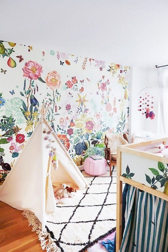 Colorful-kids-bedroom-with-bright-floral-wallpaper