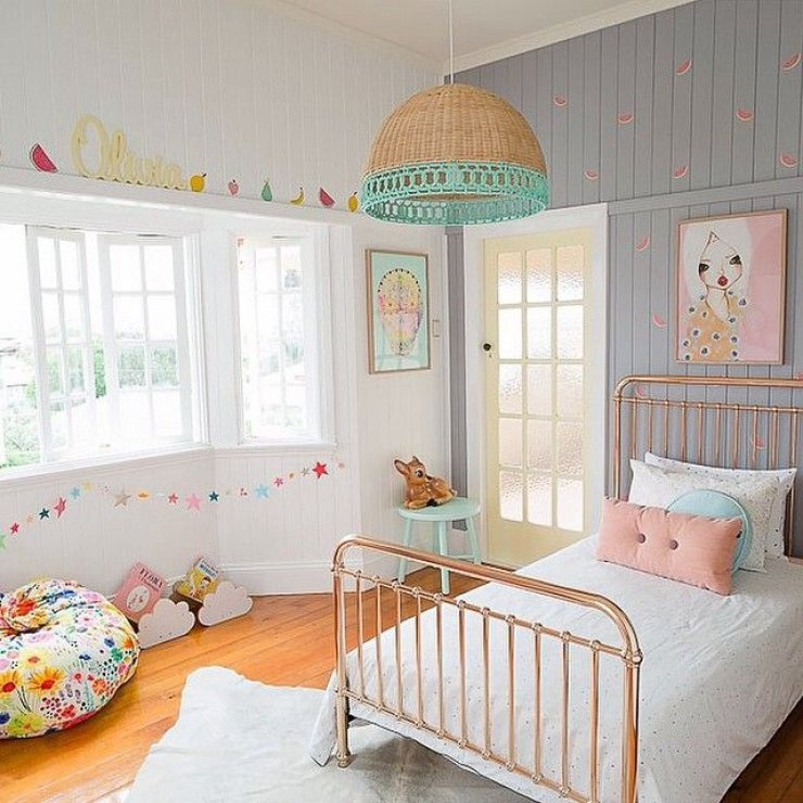 copper_bed_girl_room