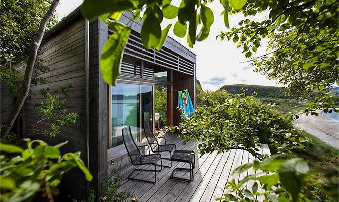 52852fa78c450-modern_vacation_rentals_stokkoya_norway_ext17
