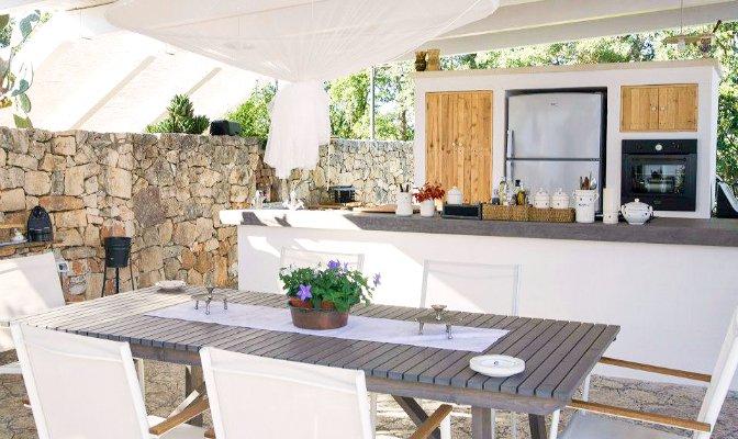 528284de1cf19-modern_vacation_rentals_puglia_italy_ext17
