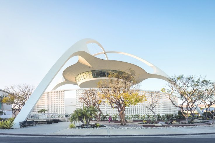 lax-theme-building-209-world-way-westchester-pereira-and-luckmans-1961-design-for-the-los-angeles-international-airport-is-a-space-age-emblem-of-the-city-photography-by-darren-bradley