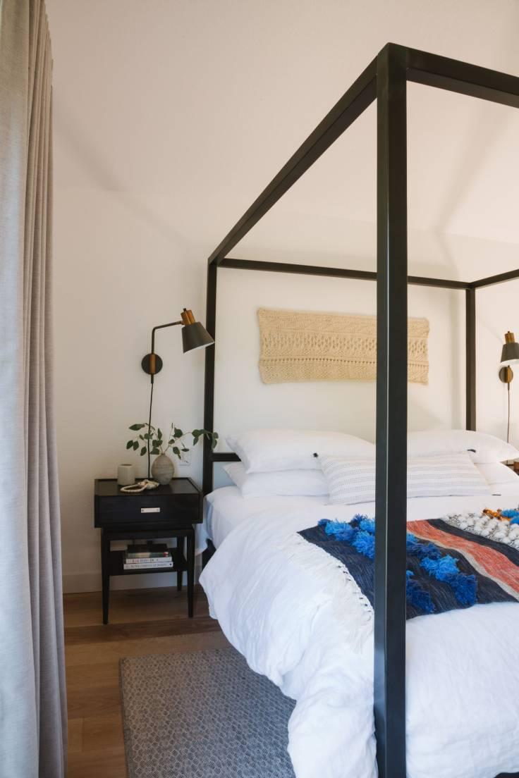 Samantha-Gluck-Emily-Henderson-Mod-Master-Bedroom-Side-Table1