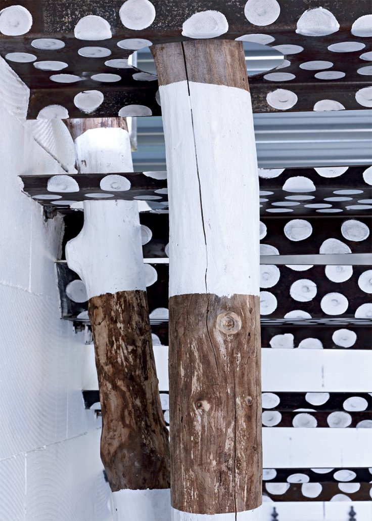parties_de_lescalier_maintenu_par_un_arbre_escalier_original_paola_navone